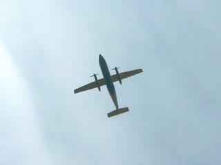 真下からの飛行機