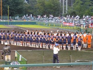 試合終了で整列する選手たち